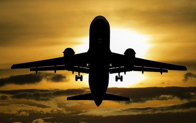 Jak wybrać najlżejsze walizki do samolotu?