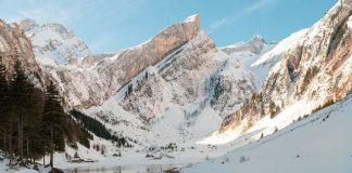 O czym warto wiedzieć, planując wyjazdy na narty?