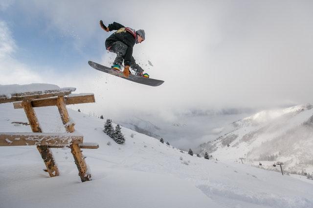 Jak dobrać buty snowboardowe i cieszyć się zimowym sportem?